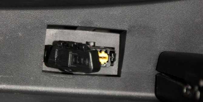 Где находится диагностический разъем Peugeot 206