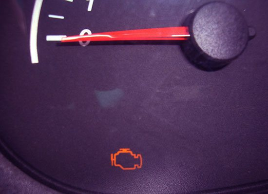 Почему загорается чек на машине: горит значок check желтым на панели приборов, причины